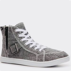 Roxy Stowaway High Top Canvas Sneakers